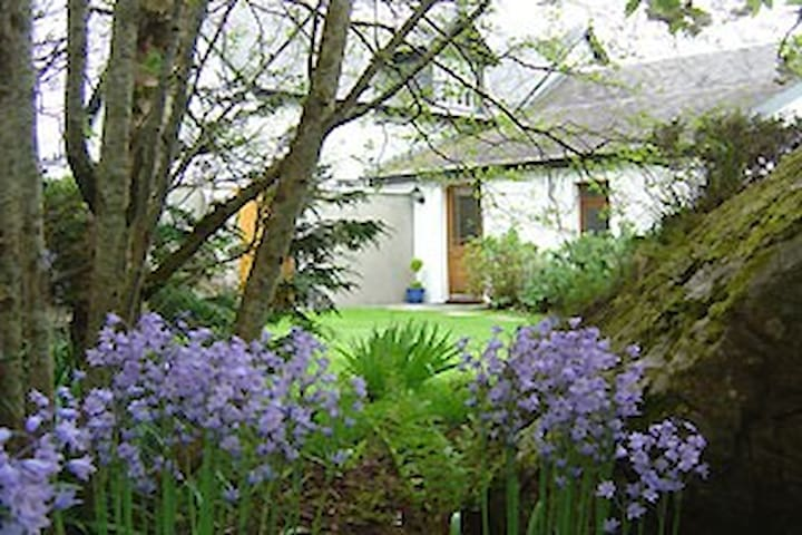 Cottage with views of Small isles close to beaches