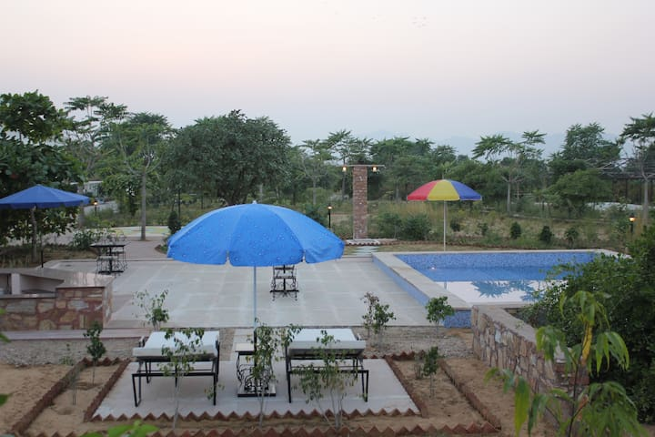 Farm stay with 360° view of the Pushkar Valley