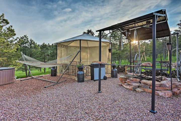 Hermosa Ground-Lvl Home w/5 Acres, Patio & Hot Tub