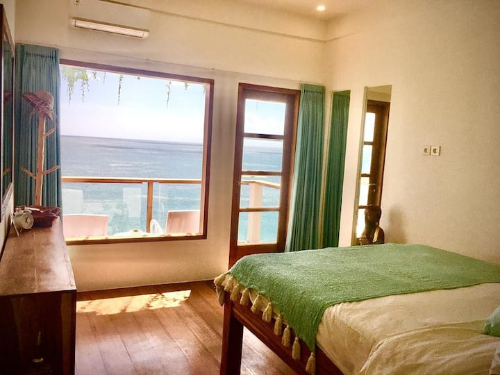 Ocean Front Suite with Private Balcony & AC - Rm 8