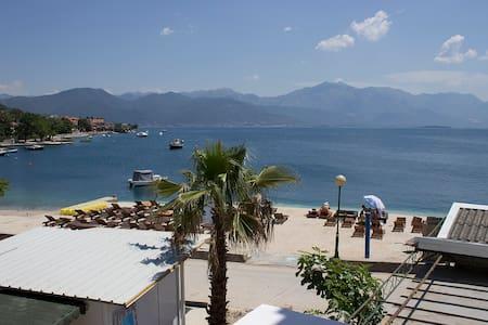Villa 9 - Balcony with sea view, at sea coast. - Đenovići - ที่พักพร้อมอาหารเช้า