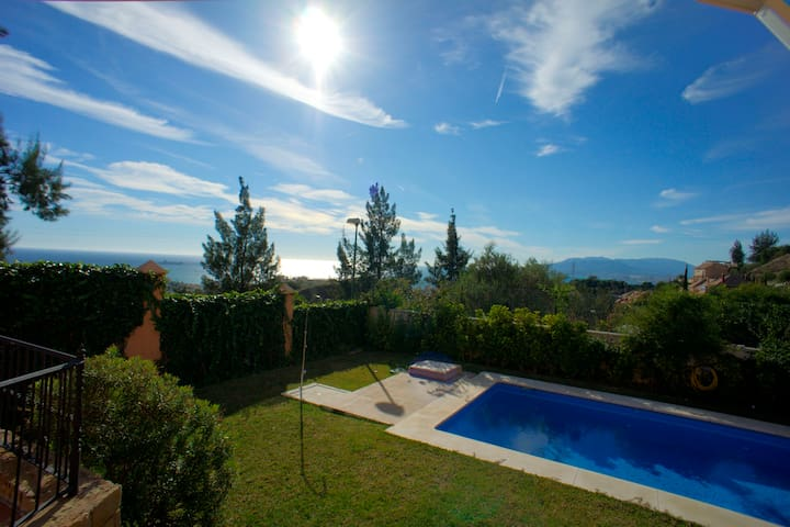 House with pool and nice views. - Málaga - Villa