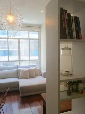 Cozy living room w/ nice sofa