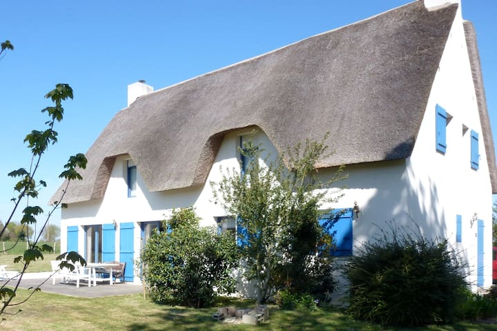 Large French Country Cottage close to the sea - Saint-Lyphard - 一軒家