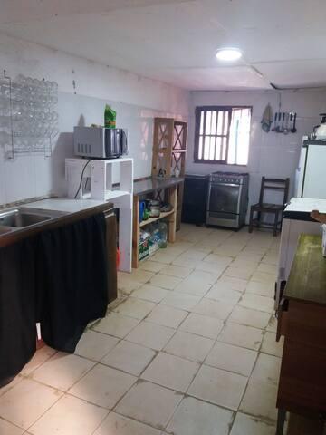 Hostel con habitaciones compartidas y privadas