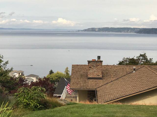 Cozy, Relaxing Mid-Century Rambler with Ocean View