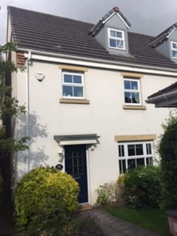 Twin room available in lovely house