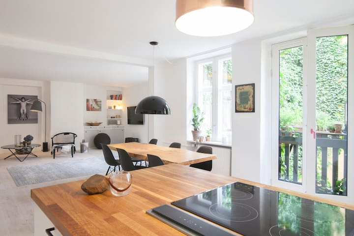 Dining area/Kitchen + Livingroom
