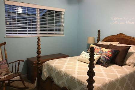 Cozy room near wine country - Livermore