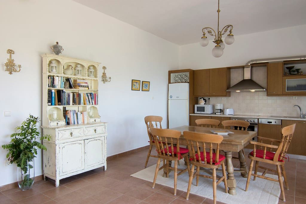 Lovely open kitchen and dining area
