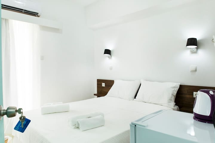 Cozy Clean Double 12sqm, Comfy Bed, Free Breakfast - Kissamos - Appartement