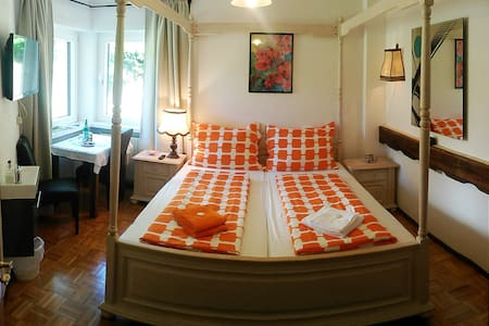 Doppelzimmer mit großem Privatbad - Santa Cristina Valgardena