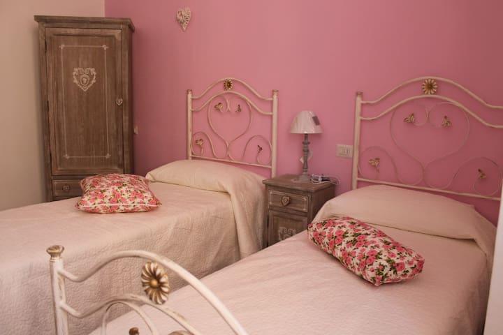 Fiori & Colori -  Stanza Rosa - Cernobbio - Bed & Breakfast