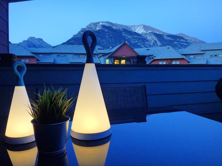 ⭐Canmore Top Floor Mountain View Retreat⭐