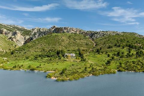 El Arpa: Lake views near the Caminito del Rey