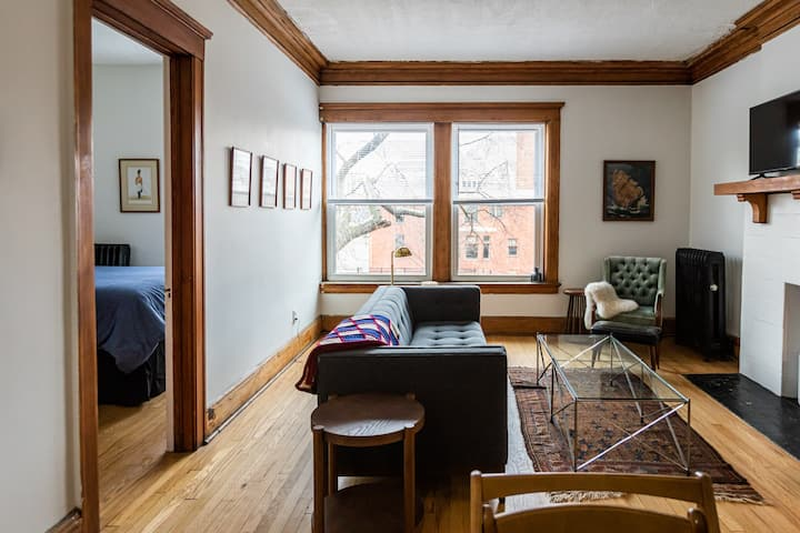 Cozy Corner Apartment in Midtown