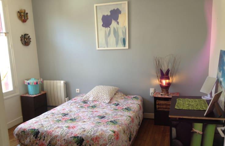 Chambre privée dans maison chaleureuse + terrasse