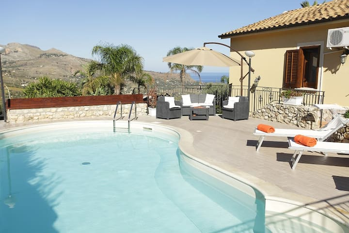 VILLA ANDREA for 7 people with pool and seaview - Castellammare del Golfo - Villa