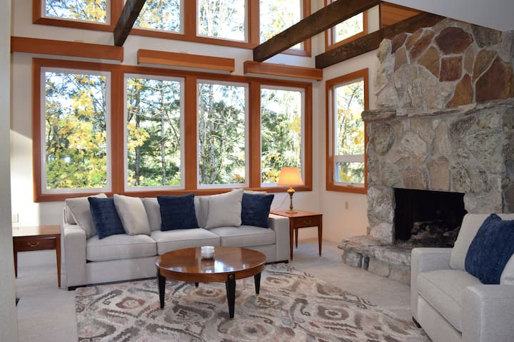 Living Room, sweeping views of mountains and fields.