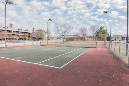2BR Holiday Hills Resort Condo, pools and tennis!!