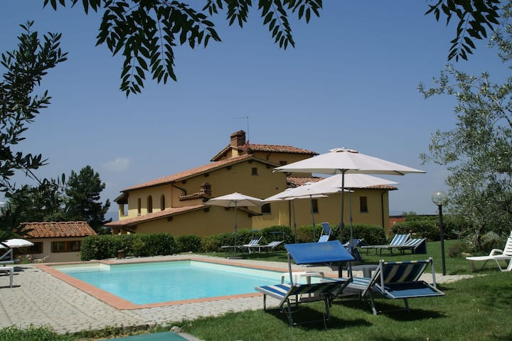 Luxurious Holiday Home in Castelfranco di Sopra with Pool