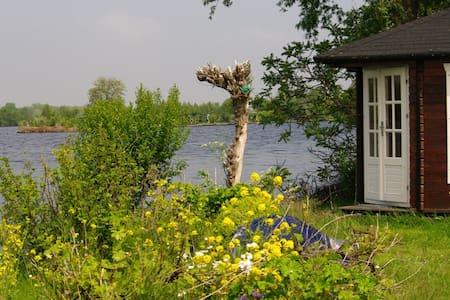 Eiland in Vinkeveense Plassen bij Amsterdam - Vinkeveen