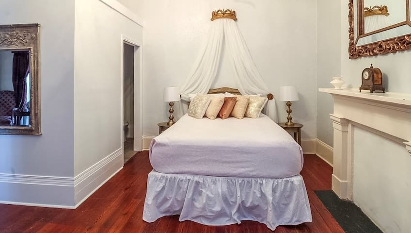 Luxurious Balcony Suite on Royal St in Marigny #6
