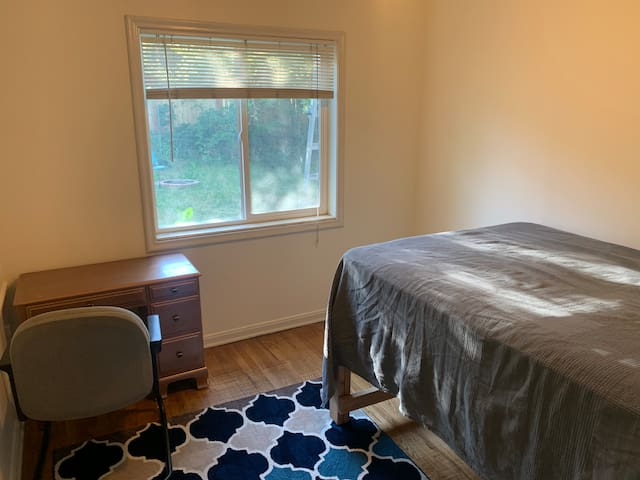 sugarhouse room with double bed by westminster