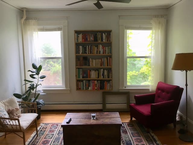 Light filled apartment near Smith College