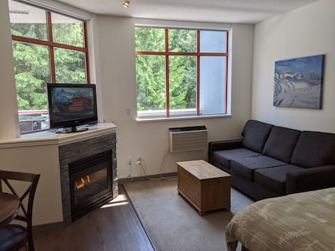 Large, bright main street studio with pool/hot tub
