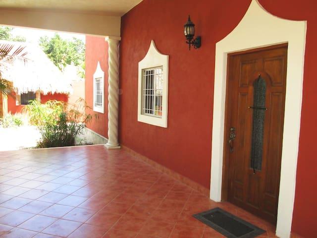 4 Bdrm Paradise at Villa Buenaflor - Izamal