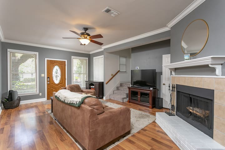 3bed Townhome BEST LOCATION downtown