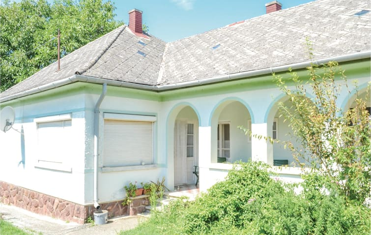 Holiday cottage with 2 bedrooms on 90m² in Balatonendréd