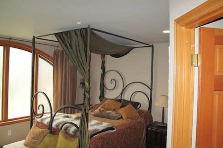 Private suite in Woodinville - Woodinville - ที่พักพร้อมอาหารเช้า