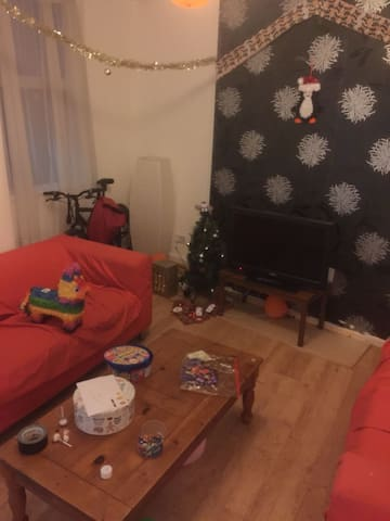 Cheap Double room near uni of manchester