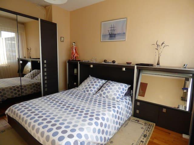Belle Chambre Lumineuse dans Maison avec Jardin - Bordéus - Casa