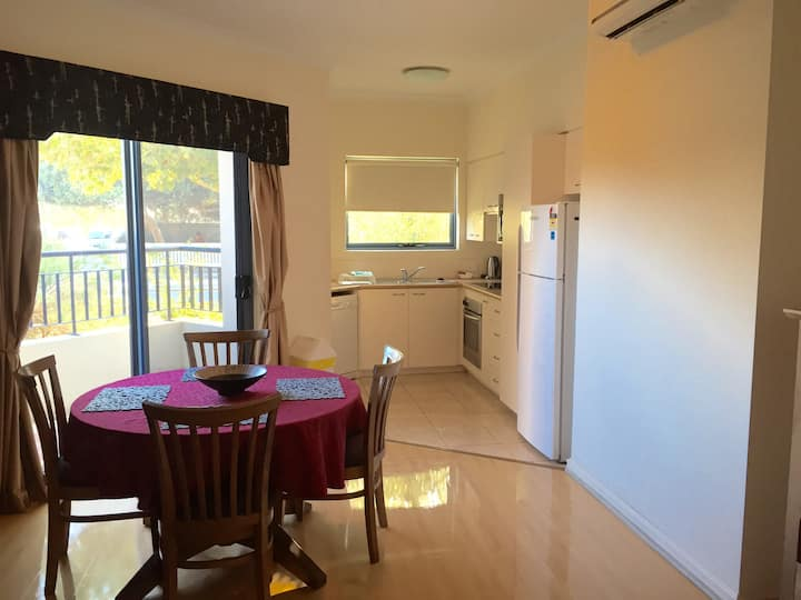 2 bedroom ground floor apt South Fremantle