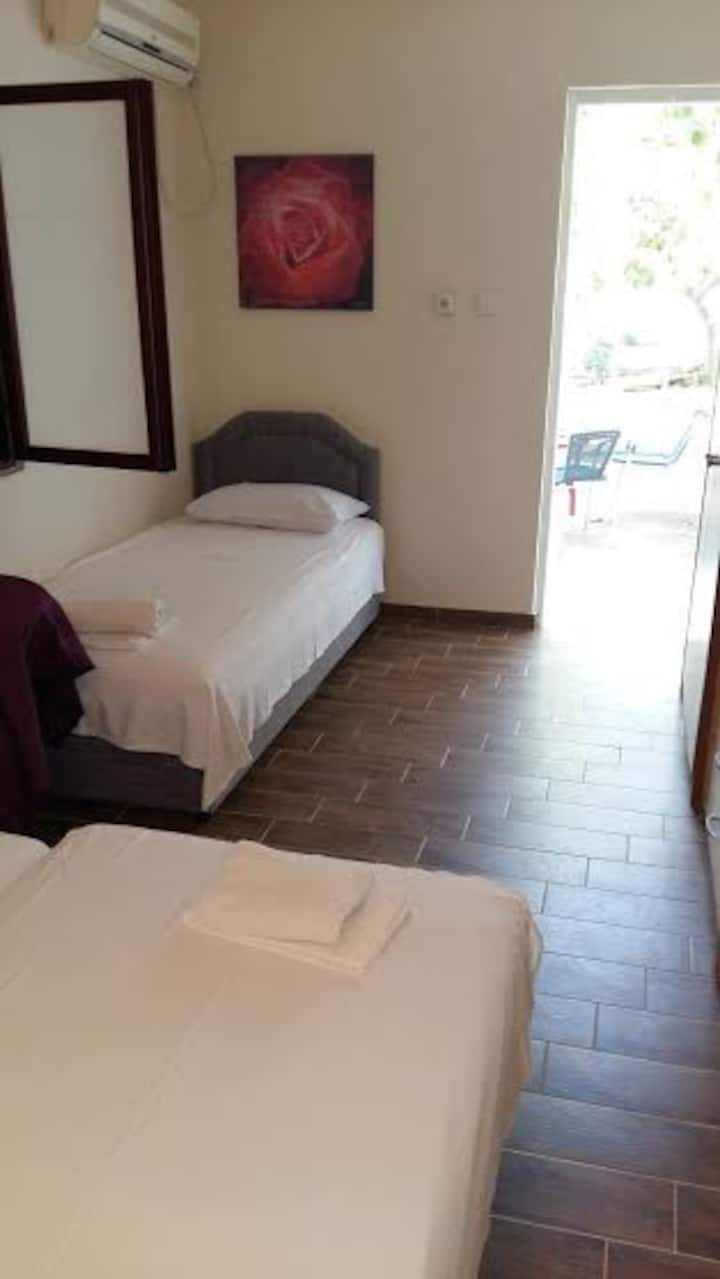 bedroom for 3 near the beach and bus station