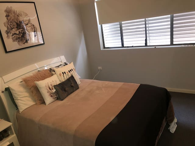 Comfortable bedroom in a beautiful house Maroubra