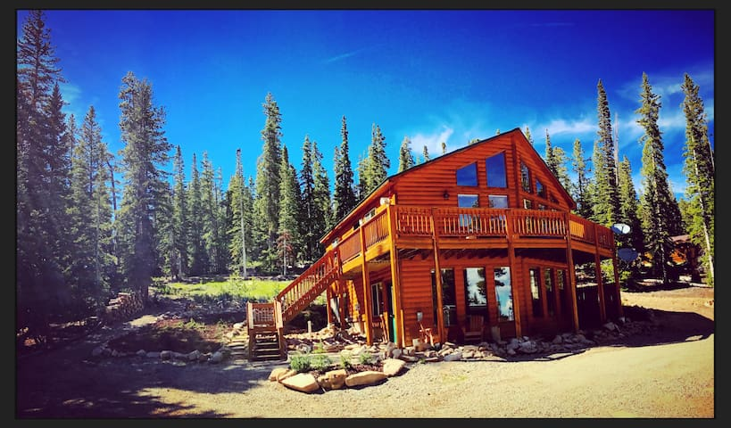 Beautiful Mountain Chalet⛰️5 Acres☀️Hot Tub