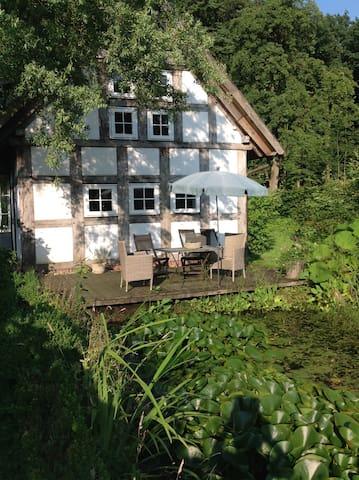 Modernisiertes, ehemaliges Backhaus auf dem Lande