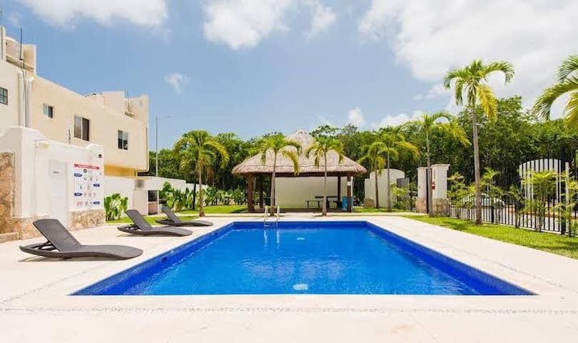 JUNE promo,POOL-wifi NEXT TO THE BEACH! PARKING