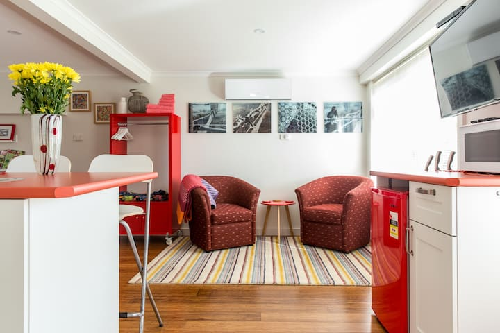 YellowtailStay - Stanwell Tops - The Red Room.