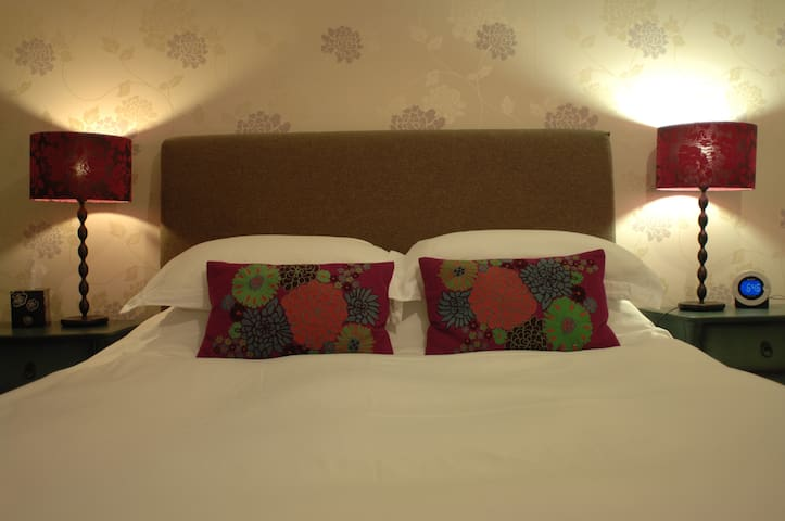 Woodbine House Room 3 (king size bed ensuite) - Uig