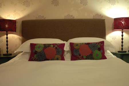 Woodbine House Room 3 (king size bed ensuite) - Uig - Bed & Breakfast