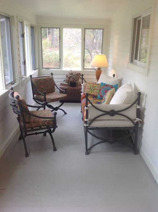 Sun porch seating with daybed
