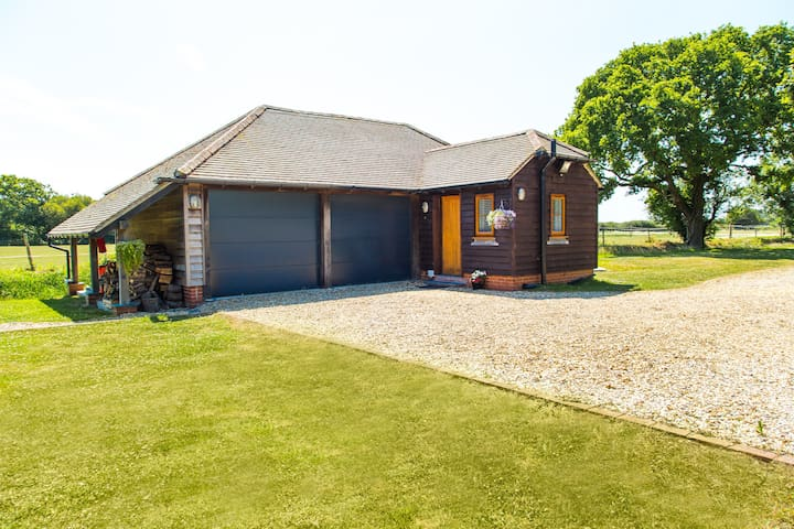 Self contained annexe close to Goodwood/Chichester