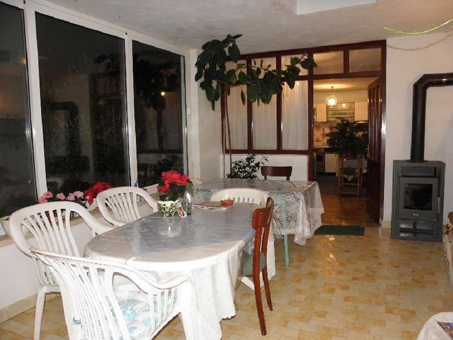 H(6): indoor terrace