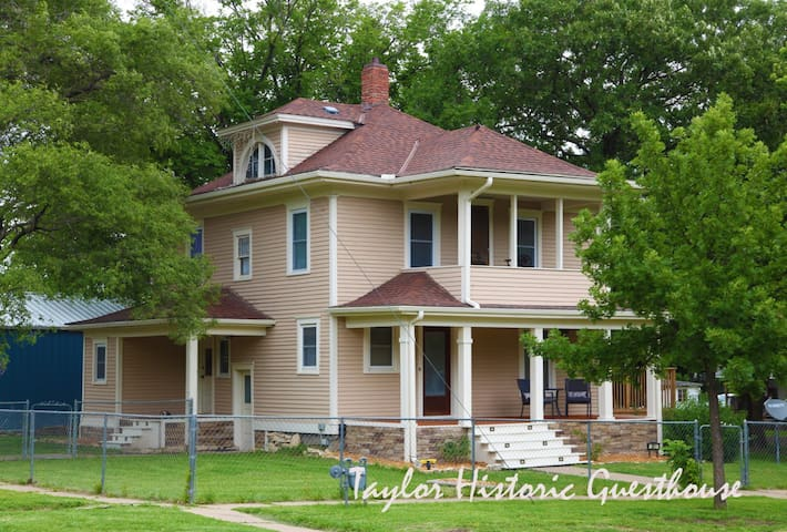 Taylor Historic Guesthouse