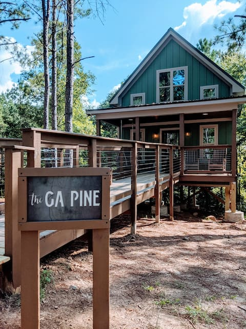 The GA Pine at Ogeechee Treetop Cabins (BRAND NEW)